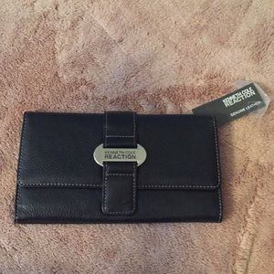 Kenneth Cole reaction black leather wallet nwt
